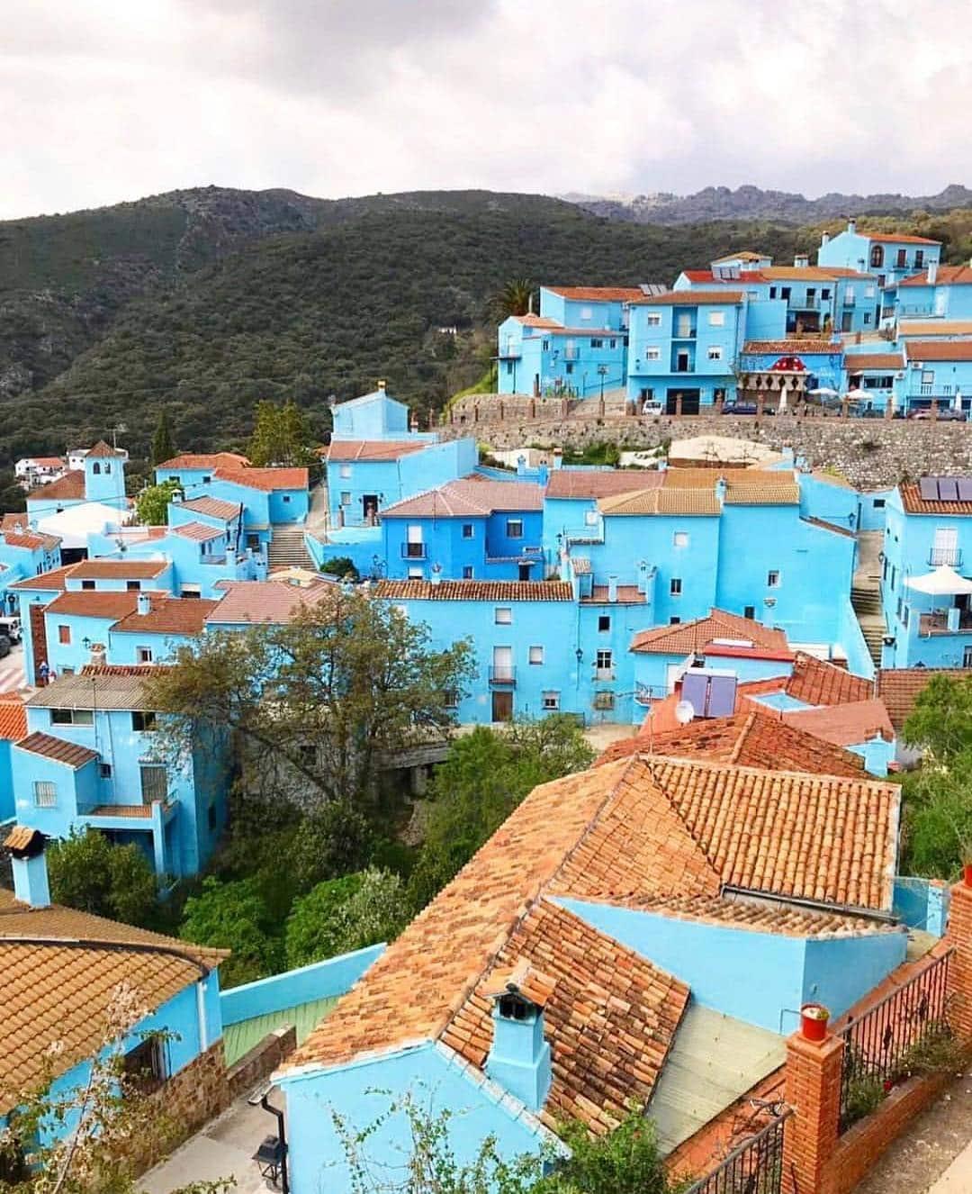 Vista de Júzcar y sus calles azules