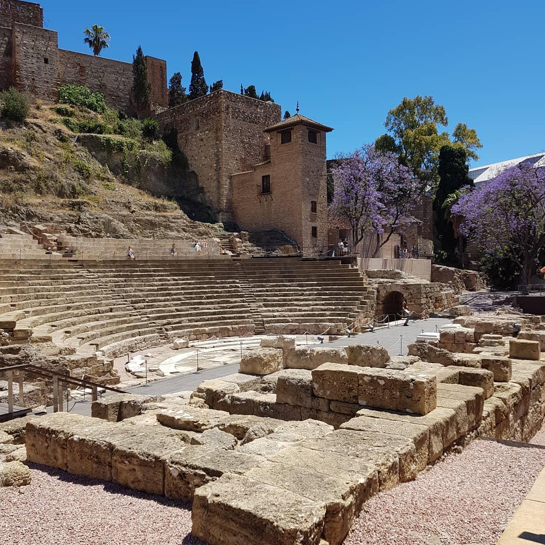 El Teatro Romano bajo la Alcazaba