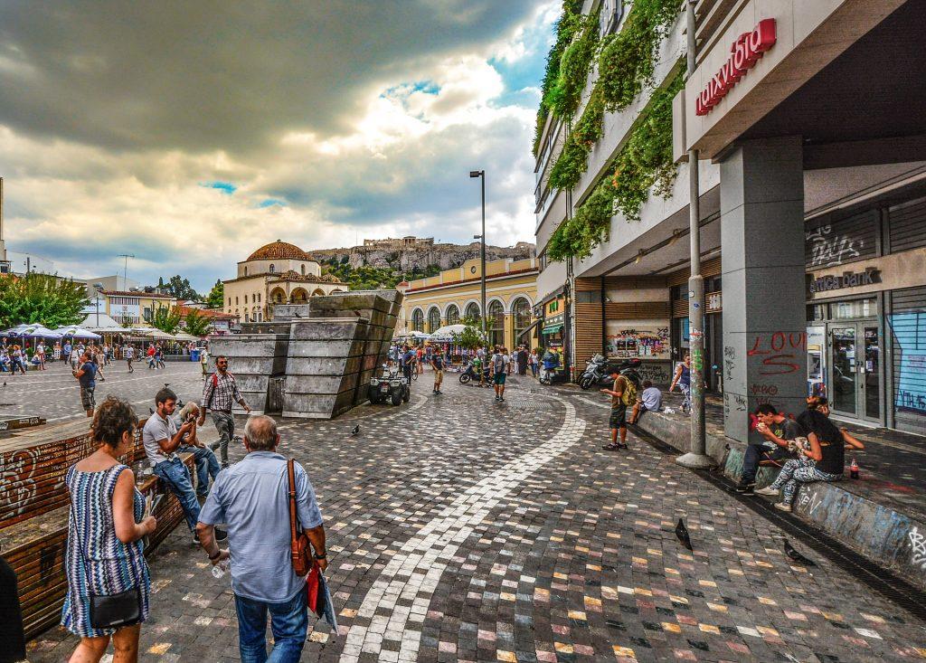 Encuentra lugares impresionantes paseando por Atenas